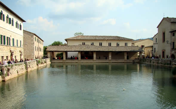 Terme di Bagno Vignoni - enjoytoscana.it